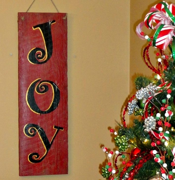 Homemade Christmas Gifts – Making Signs from Old Barn Wood